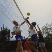uclastudents_playingvolleyball